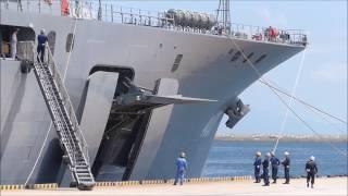 海上自衛隊輸送艦おおすみ 右舷門扉サイドランプドア展開