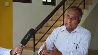 මෛත්රී  නින්දිත විදිහට බැසිල්ගේ දෙපාලග වැටුණා (prof.Sarath wijesooriya)
