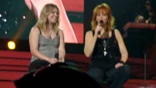 Kelly Clarkson and Reba sing How Blue and One Promise Too Late