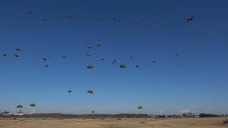 【13式空挺傘性能フル発揮!!80名の隊員が一挙連続降下!!】 第一空挺団 平成30年 降下訓練始め JGSDF 1st Airborne Brigade