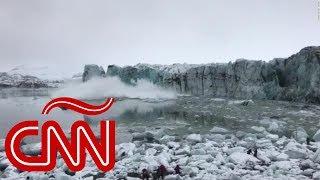 Turistas huyen ante ola gigante tras colapso de un glaciar
