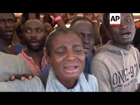 Hundreds of migrants arrive at Italian port