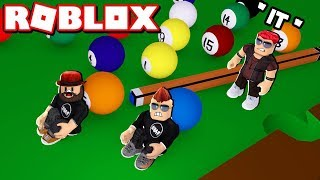 HIDE AND SEEK ON THE POOL TABLE à ROBLOX / BLOX4FUN