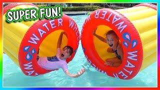 water wiel spel bij het zwembad/vlog/wij zijn de davises