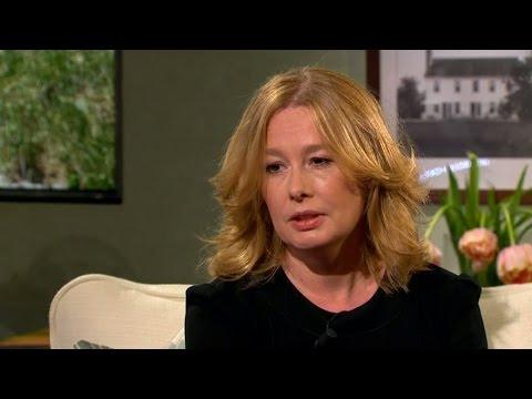 Åsa Linderborg lever med ett pris på sitt huvud  Malou Efter tio (TV4)