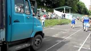 Усейн Болт- 30 метров с автомобилем)))