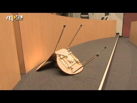 Video: man gooit uit frustratie stoel naar rechter - RTL NIEUWS