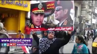 مسيرة للمواطنين تحمل صور' السيسى' تجوب ميدان التحرير .. فيديو وصور