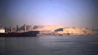 مشهد للملاحة بقناة السويس بجوار قناة الاتصال المؤدية الى قناة السويس الجديدة