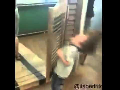 & Kid Gets Hit By Door *Vine* - YouTube Pezcame.Com