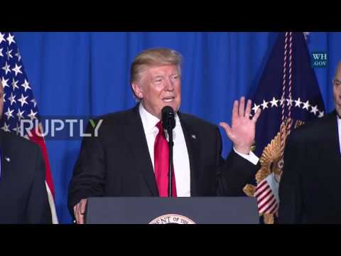 USA: Trump signs executive order to begin building wall on US-Mexico border