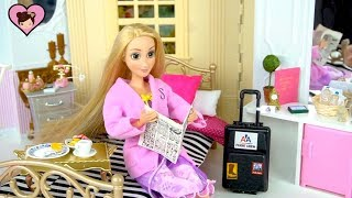 Barbie Rapunzel Grand Hotel Bedroom with Frozen Elsa & Anna - Dollhouse Cleaning Routine