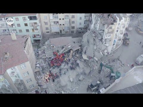 مقتل العشرات وانهيار مبانٍ وانتشال الجثث من تحت الا?نقاض..  زلزال #تركيا  - نشر قبل 4 ساعة