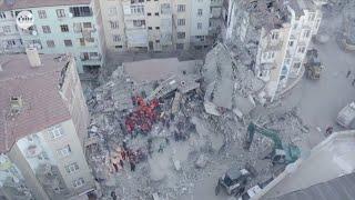 مقتل العشرات وانهيار مبانٍ وانتشال الجثث من تحت الأنقاض..  زلزال #تركيا