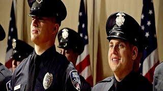 Шмидт и Дженко вместе поступают в полицейскую академию. Мачо и ботан