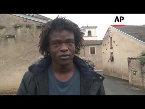 Calais migrants arrive in small French town