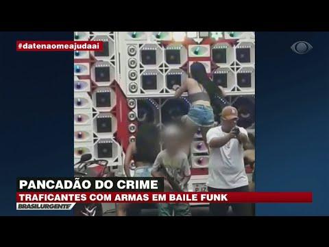 Traficantes ostentam armas em baile funk