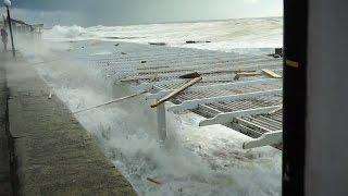 шторм в черном море видео