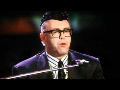 a word in spanish рингтон. Песня Elton John - A Word in Spanish (Live In Berlin) в mp3 192kbps