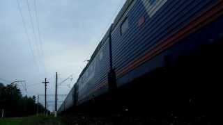 Електровоз ЧС7-052 з поїздом