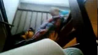 daphne van de trap waar demi heel hard om gaat gillen