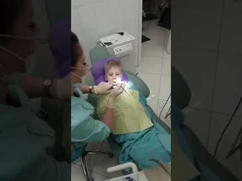 Супер зубной врач. Флюс у ребенка! Удалила зуб волшебно