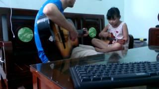 Và Tôi Cũng Yêu Em - Yêu Em Dài Lâu ( Ukulele - Guitar chạy bass ) Phiên bản 2 bố con