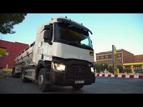 Renault Trucks C carries oil in Algeria