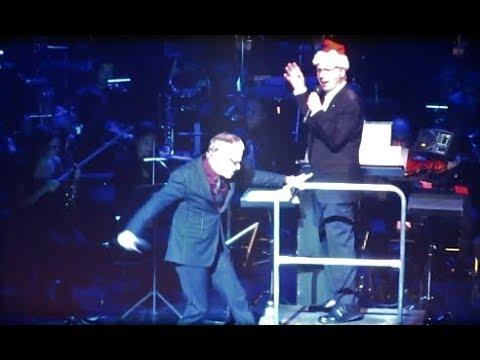 Danny Elfman, Palais des Congrès, Paris. Part 18 - Danny Elfman chante Oogie Boogie's Song
