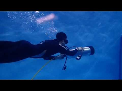 01252017 U/W swimming with holding a SCUBA tank linked with regulator setonly - Chia-Hung