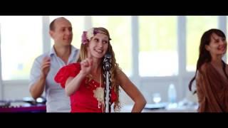 Танец и песня от друзей на свадьбе Камиллы и Андрея
