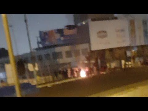 دخلو الشغب على ساحة التحرير نريد دعمكم والدعاء شباب