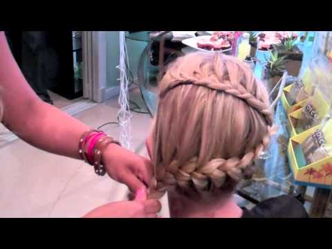 Hair How-tos: Learn The ZigZag French Braid