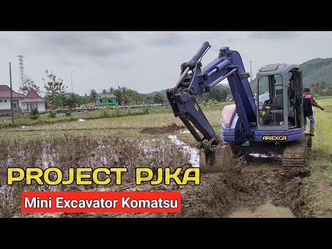 This Is How An Excavator Digs In A Rice Field - Komatsu Pc75uu
