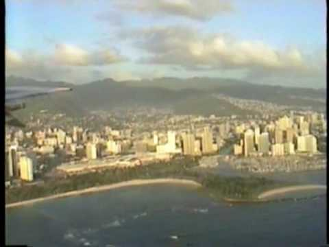 Oahu Hawaii approach over Diamondhead Crater Landing at Honolulu International Airport