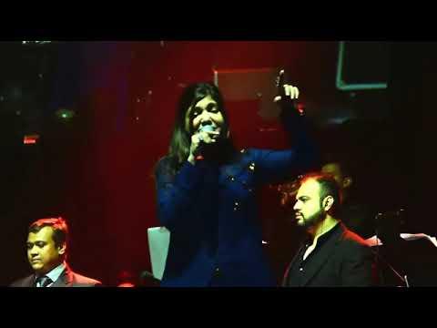 Kumar Sanu Alka Yagnik Concert - Ladki Badi Anjaani Hai From Kuch Kuch Hota Hai