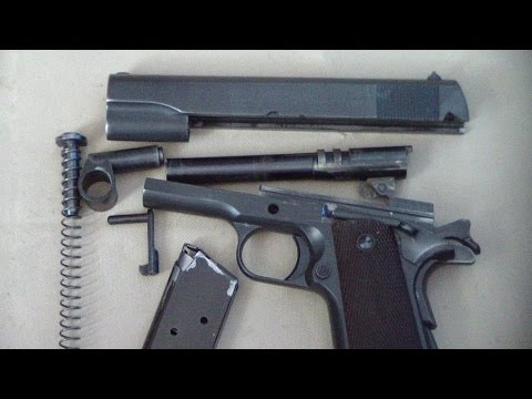 cleaning the 1911 pistol
