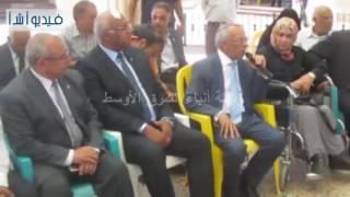 بالفيديو:سيارتا مينى باص من البنك الأهلى لخدمة ذوى الاحتياجات الخاصة فى شمال سيناء