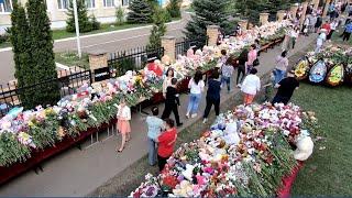 В Казани следователи продолжают работу в гимназии, где два дня назад преступник открыл стрельбу.