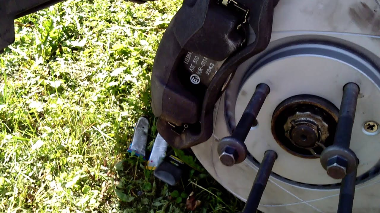 Замена передних тормозных дисков и колодок с переходом на шпильки Peugeot 308