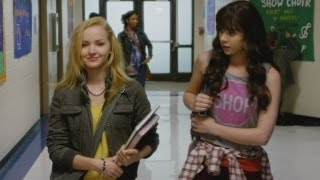 'Barely Lethal' Deleted Scene: Hailee Steinfeld Is Dangerously Close to Stalking Her Crush