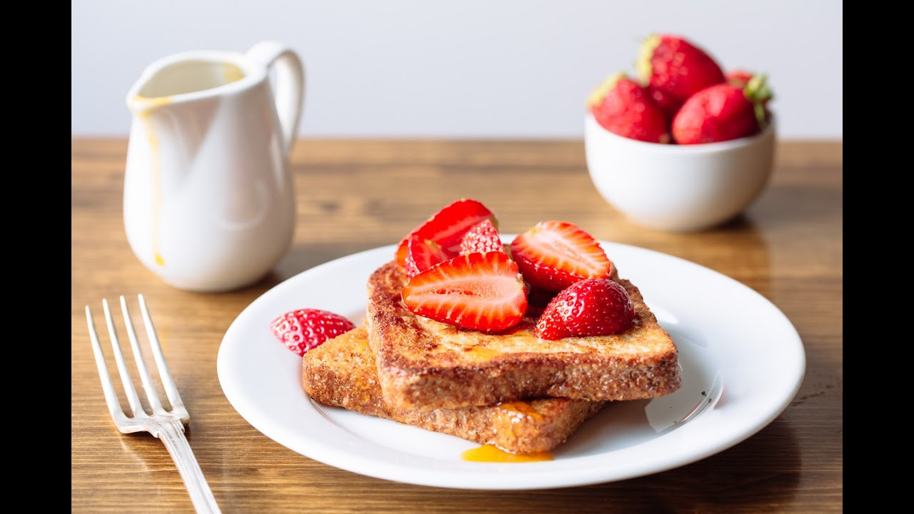 How To Make The Best French Toast Ever (with Homemade Syrup)