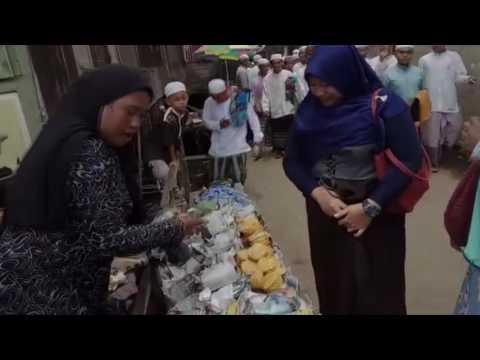 Gaya Kocak Penjual Apam Barabai Ini Bikin Geli