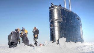 غواصة تبحر عبر الجليد في القطب الشمالي (فيديو)