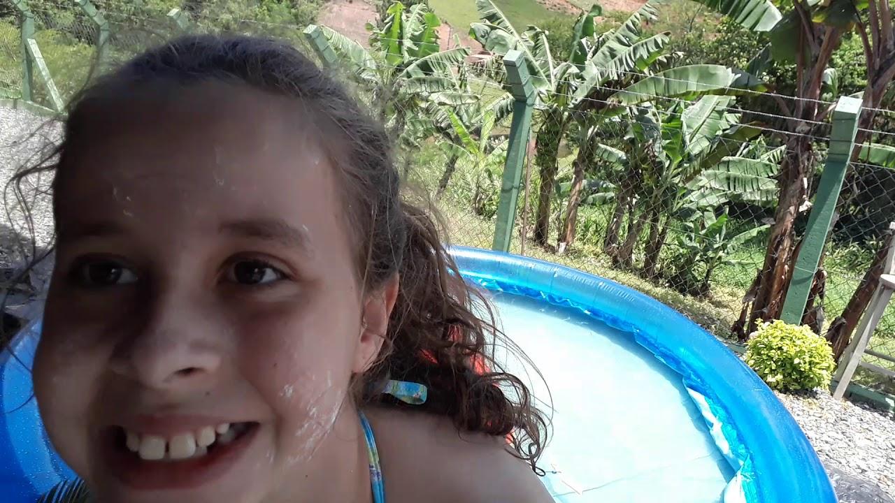Criança vs adolescente na piscina [8:22x720p]