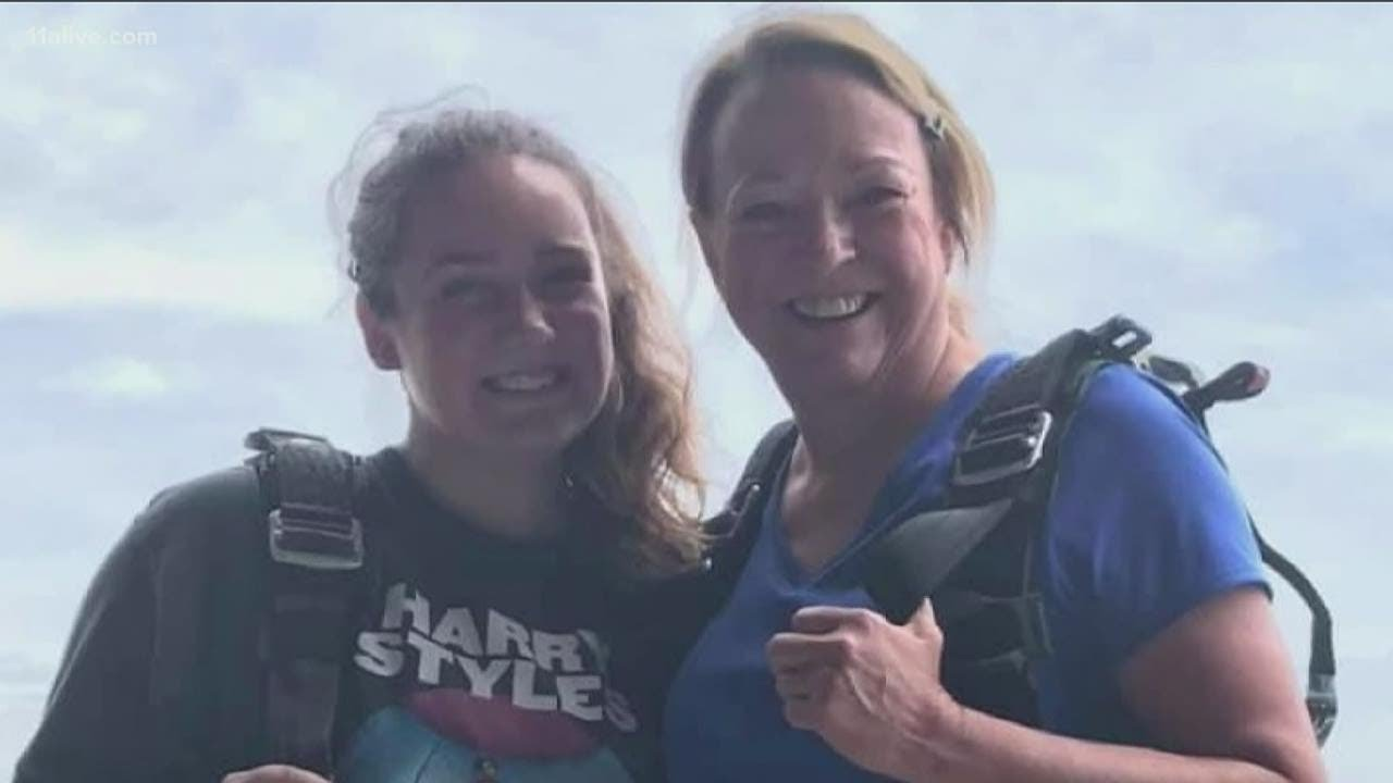 Download Skydiving accident kills instructor and first time jumper in Newnan