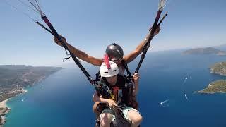 Kimi´s first acro-tandem flight with Ferdi Toy in Oludeniz