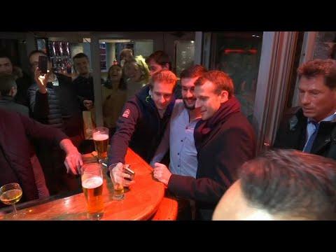 Quand Emmanuel Macron se balade en pleine soirée dans les rues de Clermont-Ferrand