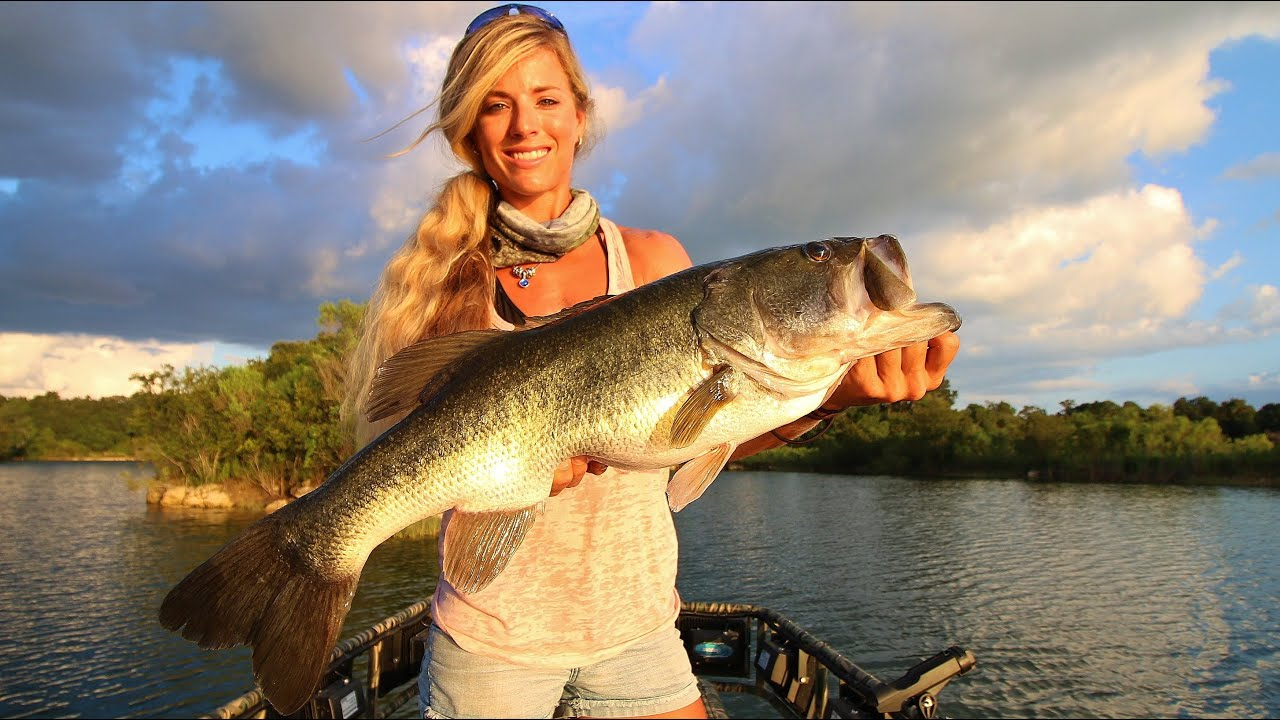 Big 8lb bass fishing central florida private ranch youtube for Big bass fishing