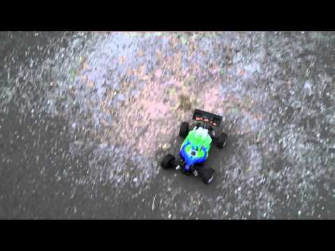 Dromida Bx 4 18 Brushless running video    sorry for the unstable camera